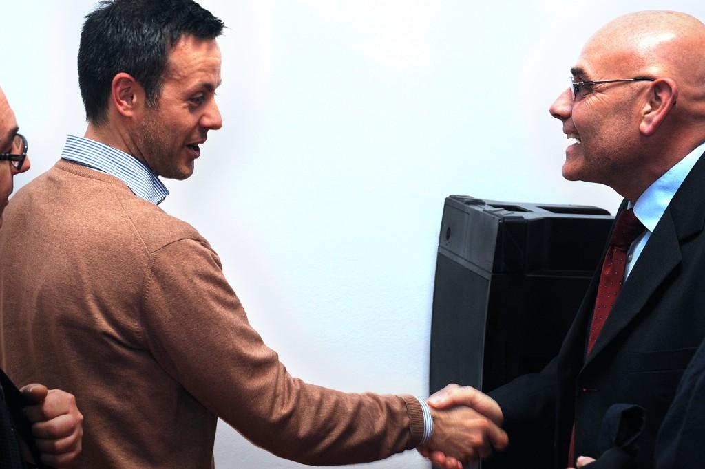 12 aprile 2011 Presentazione del libro Golpe. Il sindaco Adi Argenta Antonio Fiorentini con l'autore Vindice Lecis