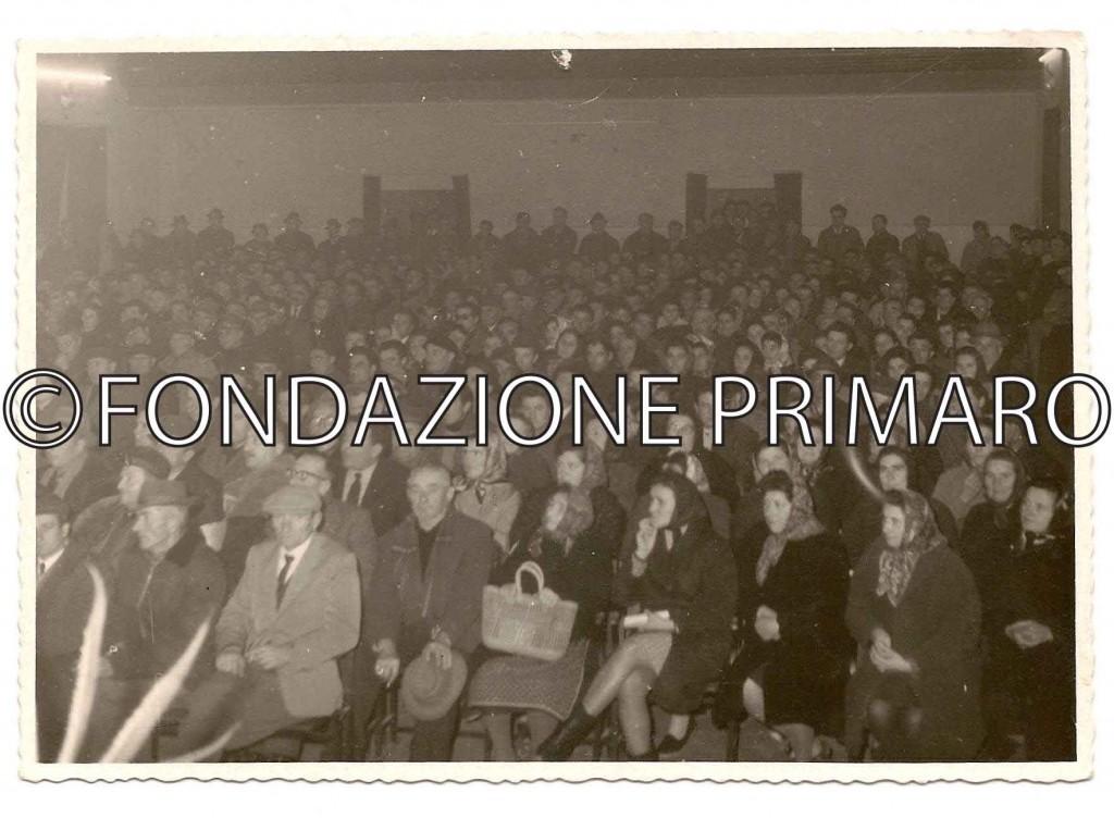 1970-Assemblea-nella-Casa-del-Popolo-sul-futuro-dell'azienda-agricolaTamba-(-oggi-di-proprietà-della-Cooperativa-Giulio-Bellini)