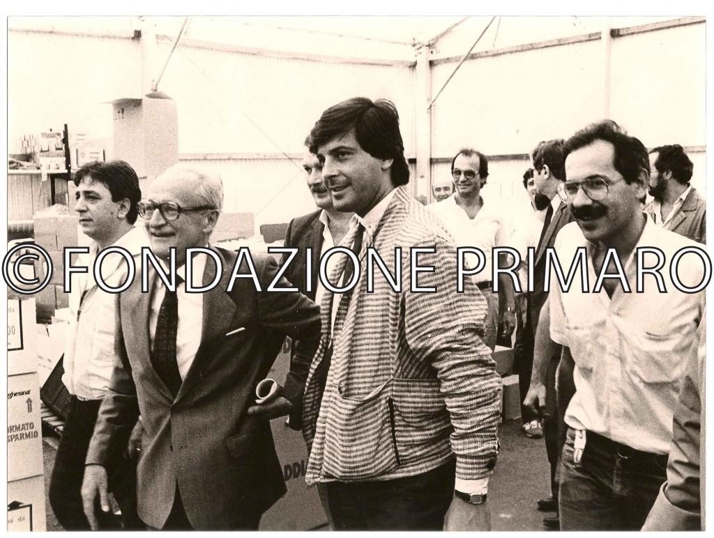 1985 Festa Nazionale de L'Unità a Ferrara. L'On. Alessandro Natta, Segretario Generale del PCI in visita agli stand.