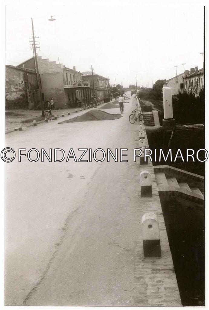 Filo-1951-via-provinciale-(oggi-8-settembre-1944)-utilizzata-come-aia-per-essicare-il-grano