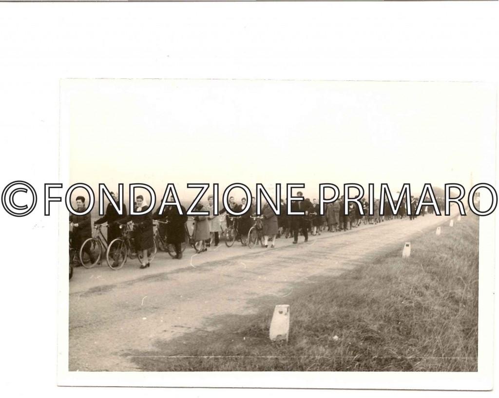 Filo novembre 1971 manifestazione di braccianti per l'azienda agricola Tamba