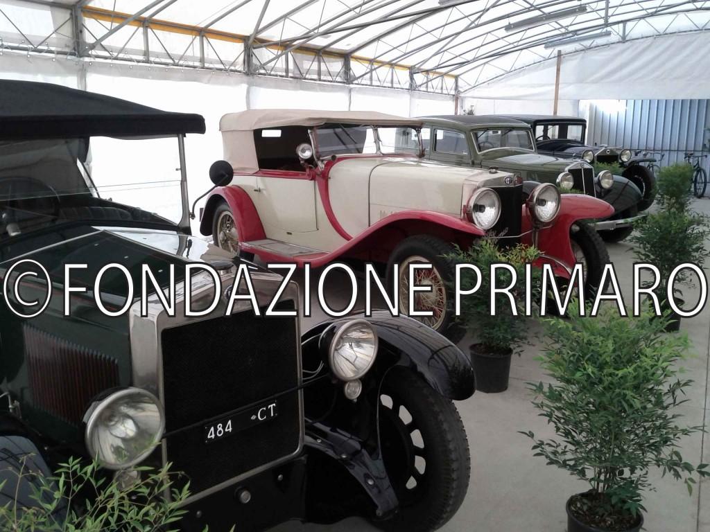 Foto-Mostra-di-auto-e-moto-nella-Sagra-degli-Antichi-Sapori-del-2012-della-collezione-Righini