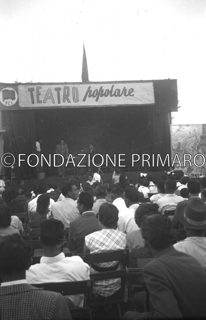 Anni '50, dibattito alla Festa de L'Unità (primo a destra sul palco, Bruno Natali)