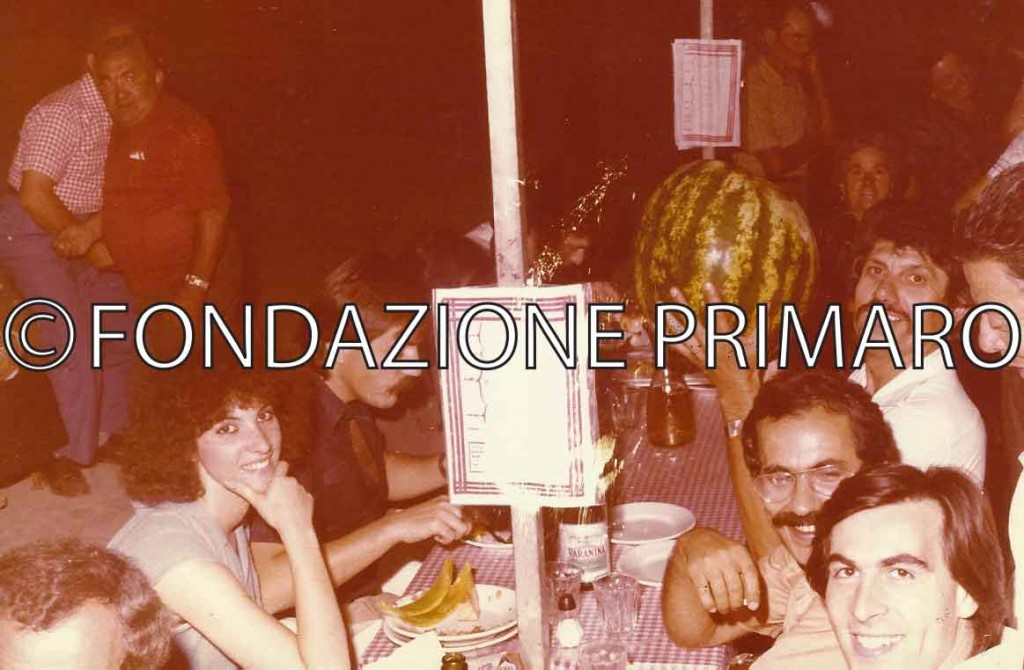 Festa 1979, al centro con il cocomero Zanotti Luigi (Gheo) con vicino Mauro Carlini in arte (Mauro Ferrara)